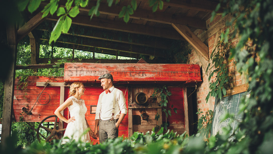 wedding photography on a Do It Yourself barn wedding in Germany